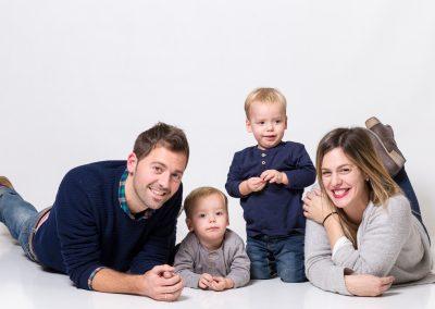foto familia fondo blanco